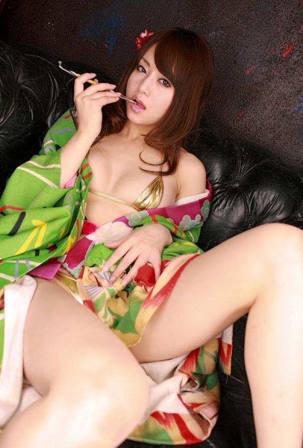 吉沢明歩 ビキニに着物を羽織ったコスプレの美人AV女優エロ画像11a.jpg