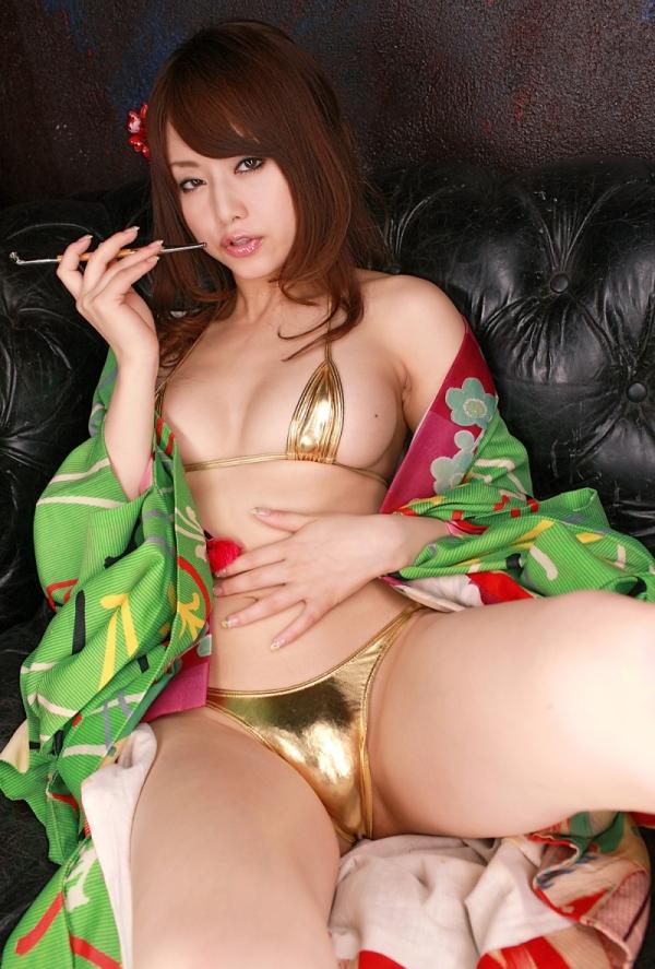 吉沢明歩 ビキニに着物を羽織ったコスプレの美人AV女優エロ画像14a.jpg