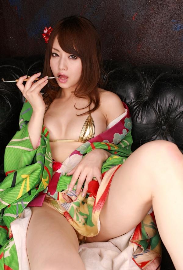 吉沢明歩 ビキニに着物を羽織ったコスプレの美人AV女優エロ画像16a.jpg