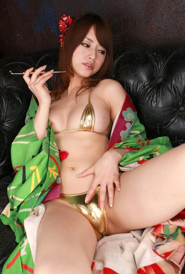 吉沢明歩 ビキニに着物を羽織ったコスプレの美人AV女優エロ画像17a.jpg