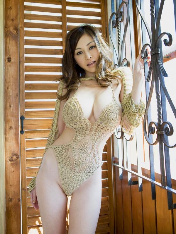 杉原杏璃(すぎはらあんり)巨乳おっぱいがビキニからハミでたグラビアアイドル水着エロ画像a003.jpg