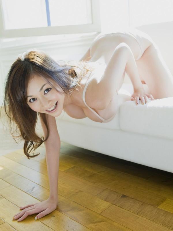 杉原杏璃(すぎはらあんり)巨乳おっぱいがビキニからハミでたグラビアアイドル水着エロ画像c010.jpg