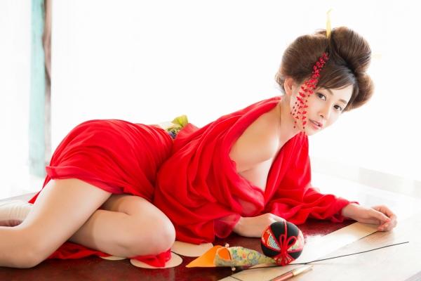 杉原杏璃は官能グラビアアイドルで巨乳おっぱいのエッチな水着エロ画像05.jpg