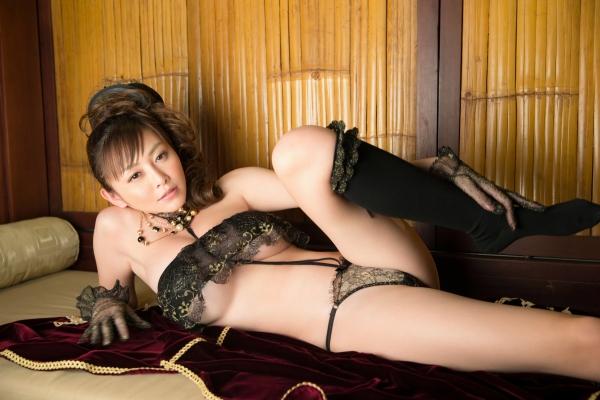 杉原杏璃は官能グラビアアイドルで巨乳おっぱいのエッチな水着エロ画像20.jpg