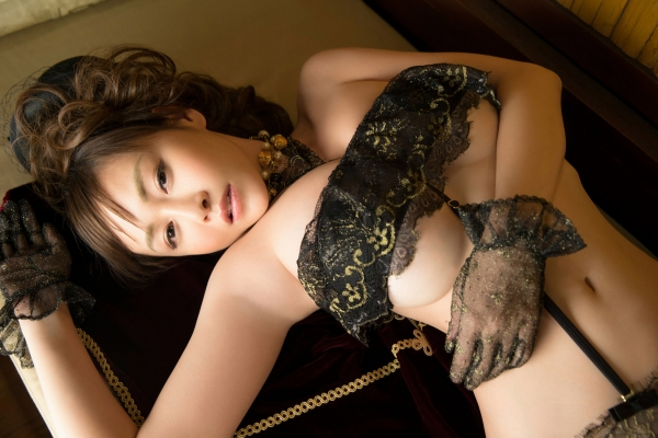 杉原杏璃は官能グラビアアイドルで巨乳おっぱいのエッチな水着エロ画像22.jpg