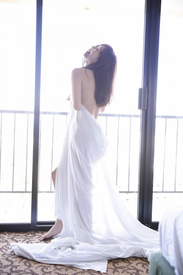 杉原杏璃(すぎはらあんり)官能グラビアアイドルのセクシーな下着姿とセミヌードエロ画像a012a.jpg
