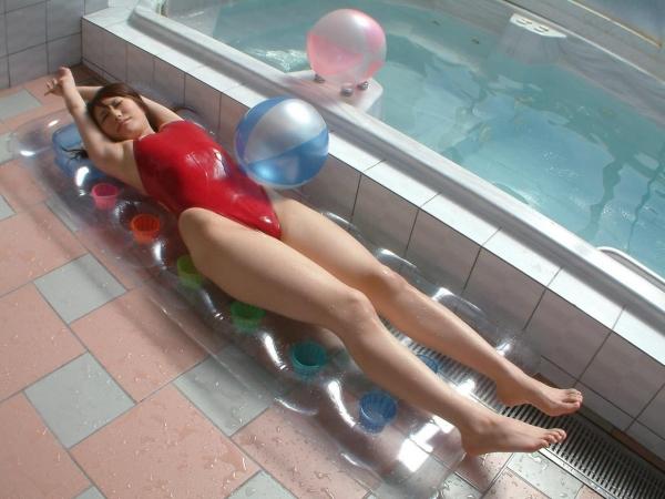 有村千佳 水着のまんすじや透けた乳首がエッチなAV女優エロ画像47a.jpg