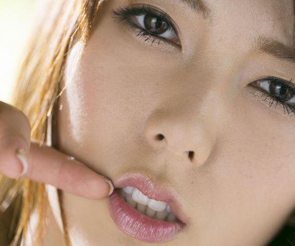 波多野結衣|浴衣姿と全裸で美乳を触るAV女優のヌード エロ画像01a.jpg