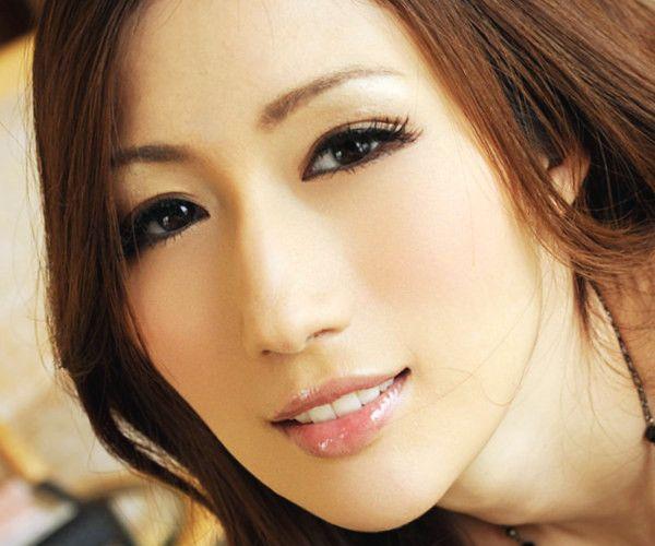 JULIA(ジュリア) 乳首がエロい巨乳おっぱいの美人AV女優エロ画像