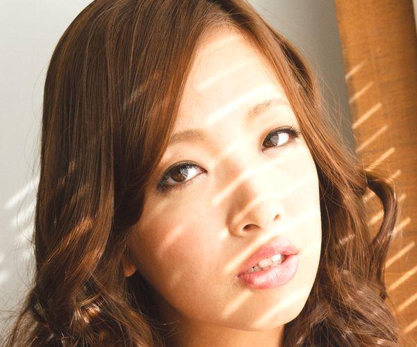 事原みゆは巨乳おっぱいの乳首がエロいAV女優 下着姿とヌード画像01.jpg