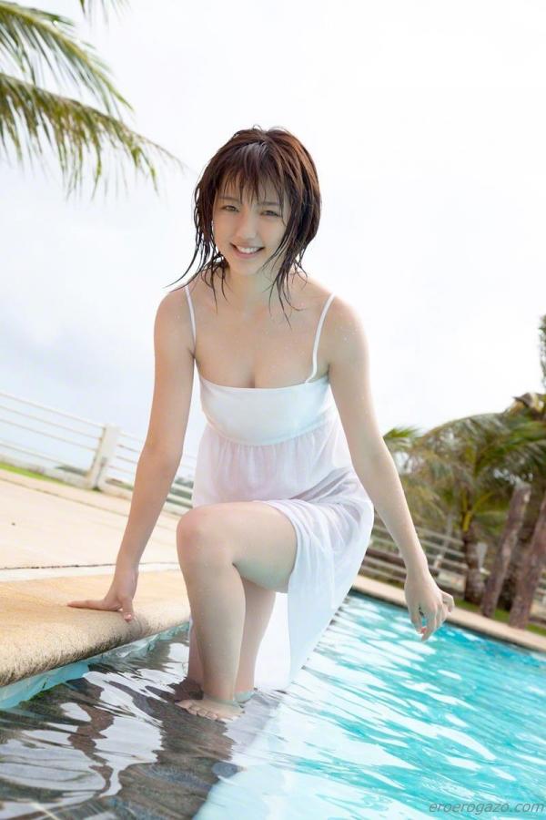 真野恵里菜 過激 水着 画像b015a.jpg