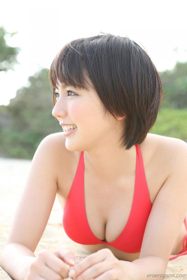 真野恵里菜 過激 水着 画像b091a.jpg