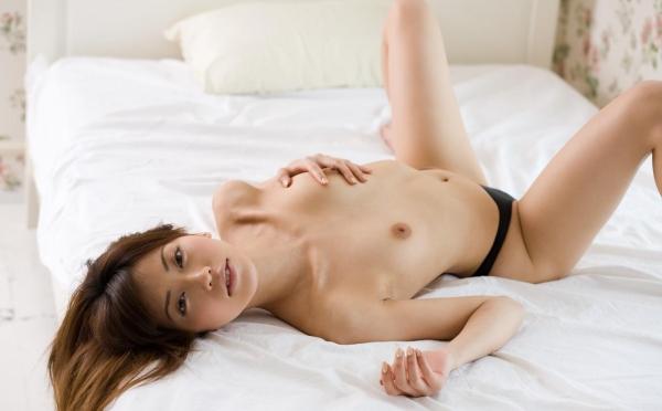 横山美雪|美乳の美人AV女優 セクシーな下着姿とヌードエロ画像07a.jpg