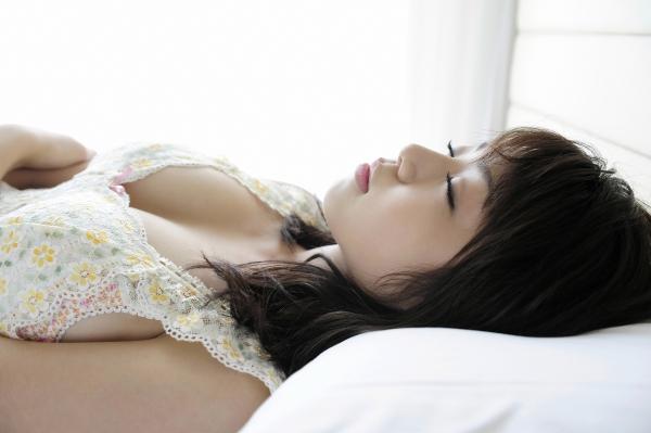 中村静香|グラビアアイドルのコスプレやビキニの巨乳が眩しい水着画像32.jpg