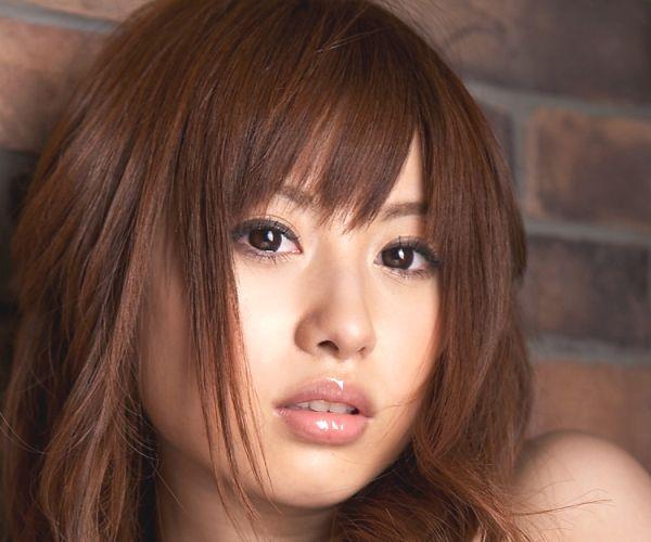成瀬心美 アイドルAV女優がセクシー水着でエッチなポーズのエロ画像01.jpg