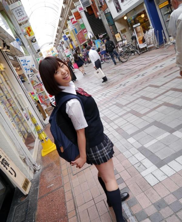 尾上若葉 JKコスプレでエッチしてる童顔で巨乳おっぱいのAV女優エロ画像a005a.jpg