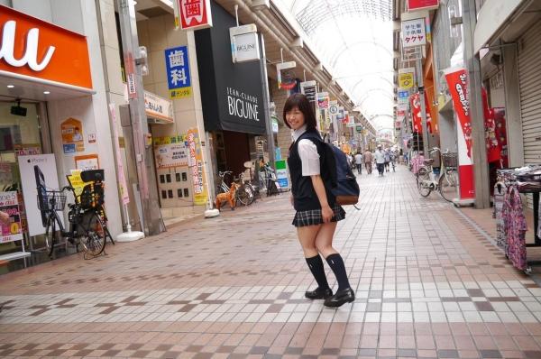尾上若葉 JKコスプレでエッチしてる童顔で巨乳おっぱいのAV女優エロ画像a008a.jpg