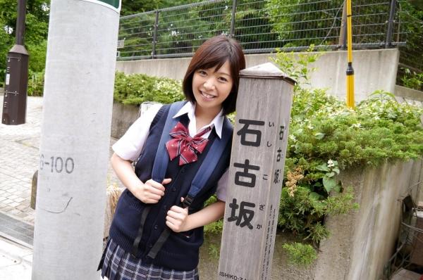 尾上若葉 JKコスプレでエッチしてる童顔で巨乳おっぱいのAV女優エロ画像a010a.jpg