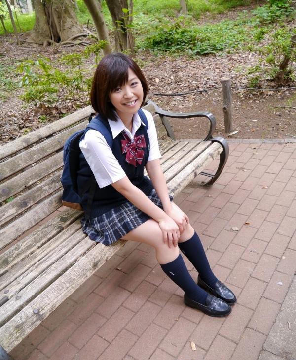 尾上若葉 JKコスプレでエッチしてる童顔で巨乳おっぱいのAV女優エロ画像a012a.jpg