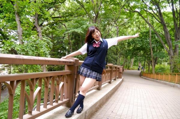 尾上若葉 JKコスプレでエッチしてる童顔で巨乳おっぱいのAV女優エロ画像a014a.jpg