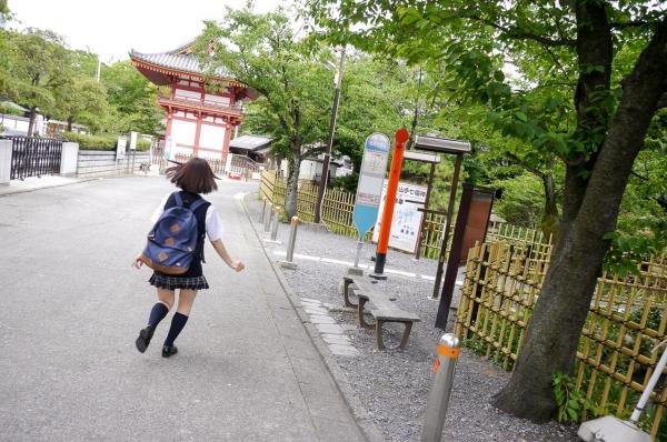 尾上若葉 JKコスプレでエッチしてる童顔で巨乳おっぱいのAV女優エロ画像a016a.jpg