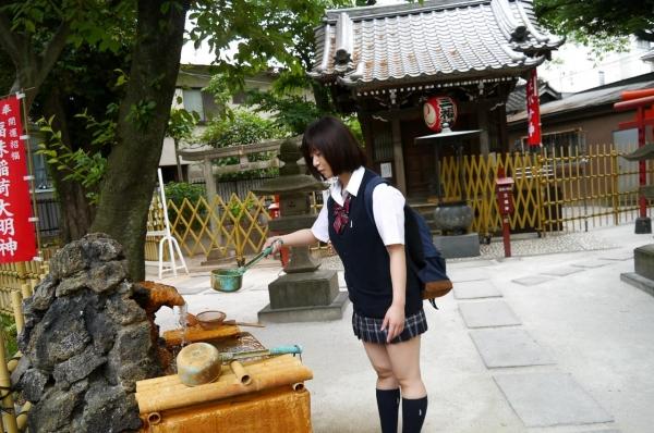 尾上若葉 JKコスプレでエッチしてる童顔で巨乳おっぱいのAV女優エロ画像a017a.jpg