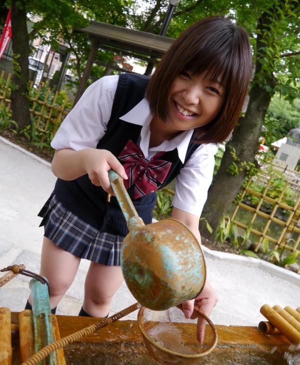 尾上若葉 JKコスプレでエッチしてる童顔で巨乳おっぱいのAV女優エロ画像a019a.jpg