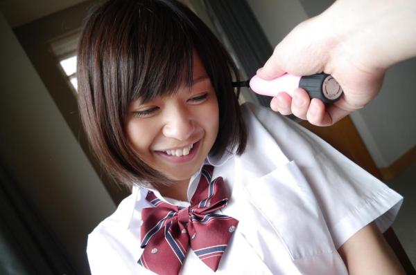 尾上若葉 JKコスプレでエッチしてる童顔で巨乳おっぱいのAV女優エロ画像a028a.jpg