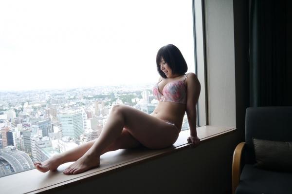 尾上若葉 JKコスプレでエッチしてる童顔で巨乳おっぱいのAV女優エロ画像c020a.jpg