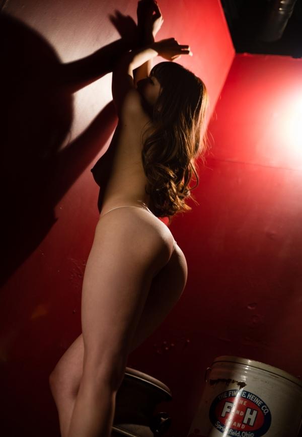 大橋未久 美脚のスレンダー美女ヌード画像40枚の32枚目