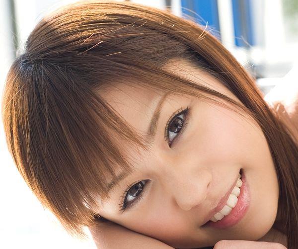 瑠川リナ|笑顔のかわいいAV女優の着エロと野外露出ヌード画像a001a.jpg