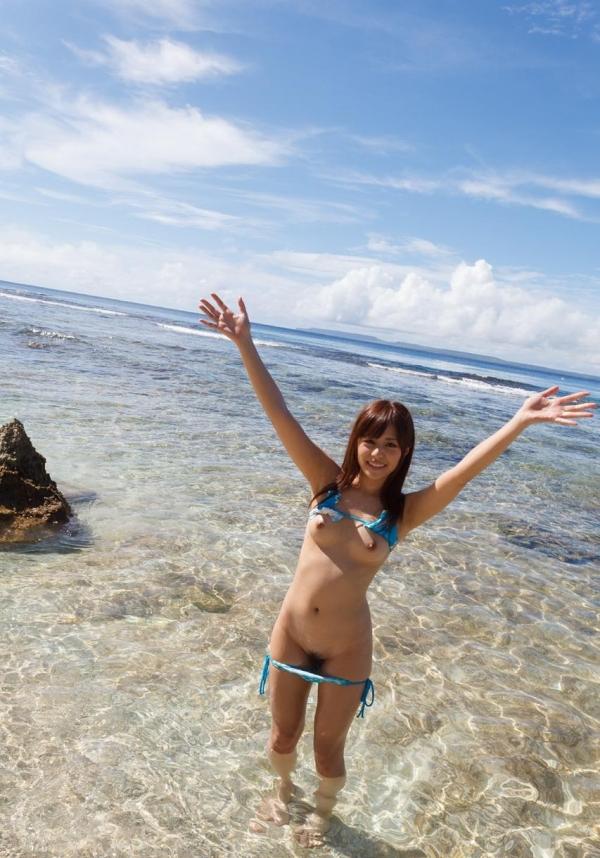 瑠川リナ|かわいいAV女優のビキニ水着姿と陰毛ふさふさ全裸エロ画像28a.jpg