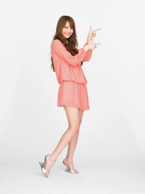佐々木希 世界レベルの美人モデル 女優のかわいいビキニ水着 画像25.jpg