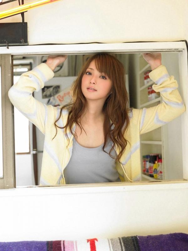 佐々木希 世界レベルの美人モデル 女優のかわいいビキニ水着 画像27.jpg