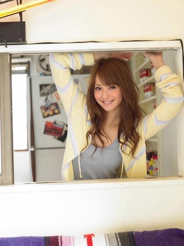 佐々木希 世界レベルの美人モデル 女優のかわいいビキニ水着 画像28.jpg