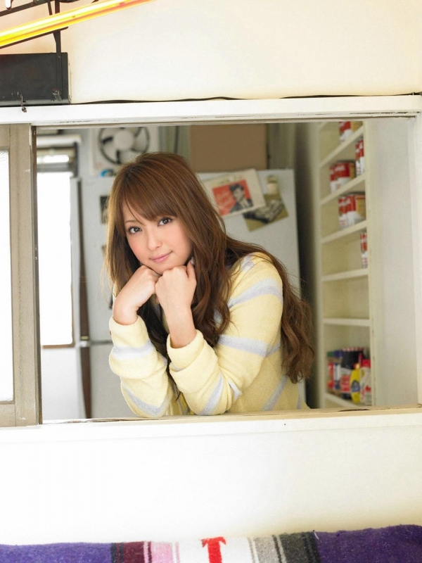 佐々木希 世界レベルの美人モデル 女優のかわいいビキニ水着 画像29.jpg