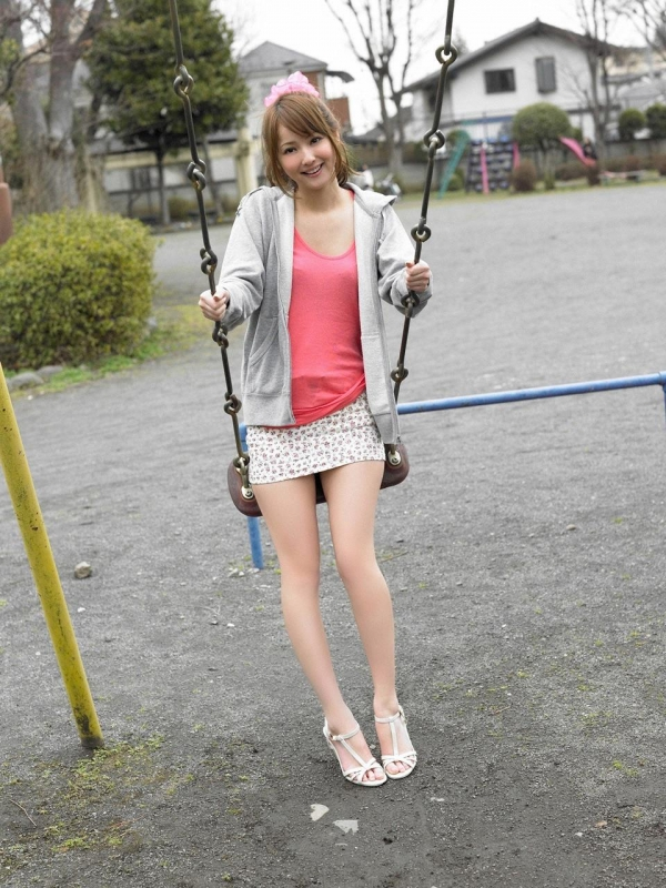佐々木希 グラビアアイドルでモデル 女優のビキニ水着のかわいい画像34.jpg
