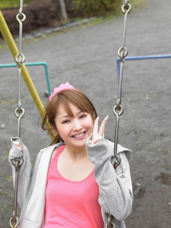 佐々木希 グラビアアイドルでモデル 女優のビキニ水着のかわいい画像37.jpg