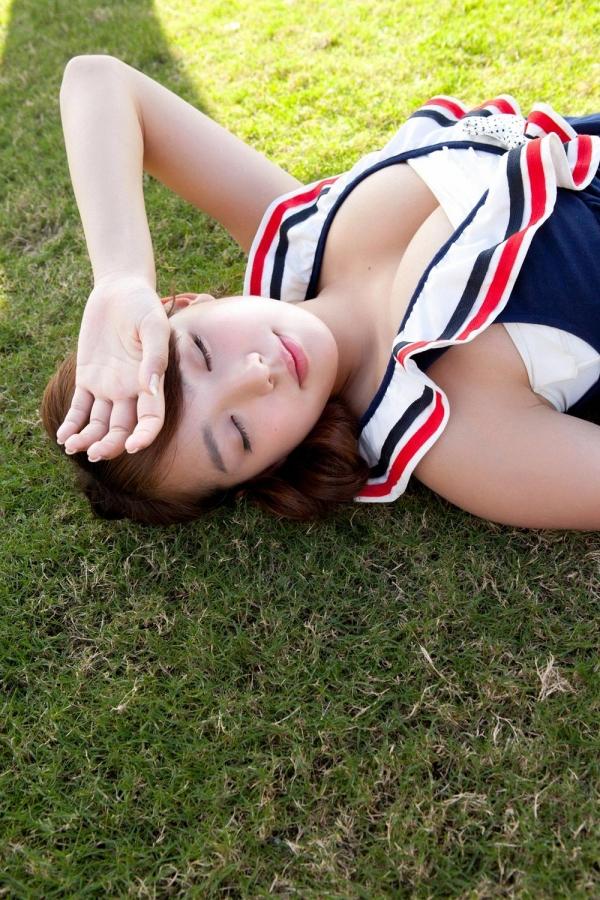 篠崎愛 むちむち巨乳のグラビアアイドルはみ出すおっぱい水着エロ画像06a.jpg