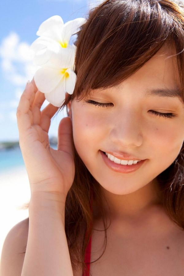 篠崎愛 むちむち巨乳のグラビアアイドルはみ出すおっぱい水着エロ画像09a.jpg