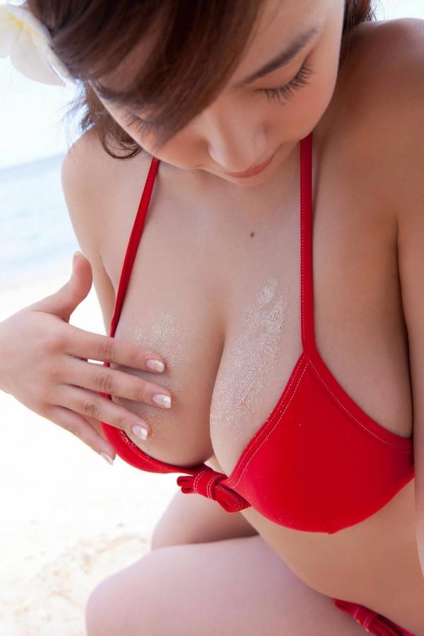 篠崎愛 むちむち巨乳のグラビアアイドルはみ出すおっぱい水着エロ画像11a.jpg