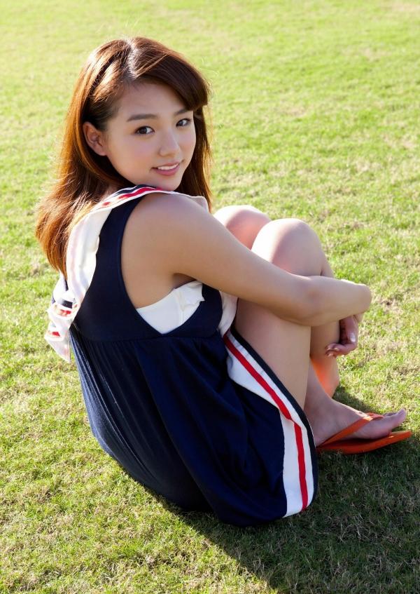 篠崎愛 むちむち巨乳のグラビアアイドルはみ出すおっぱい水着エロ画像28a.jpg