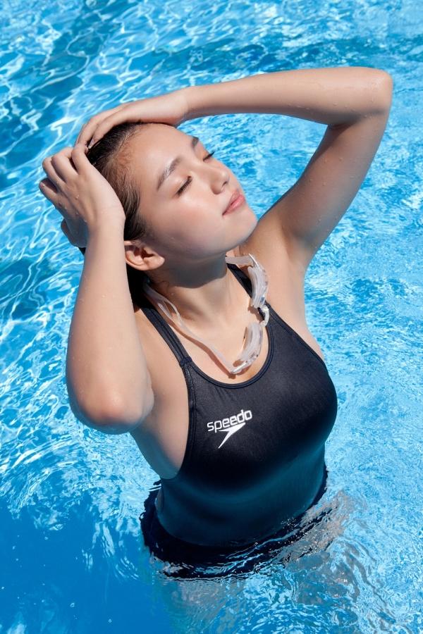 篠崎愛 巨乳おっぱいで競泳水着がパンパンなグラビアアイドル画像19.jpg
