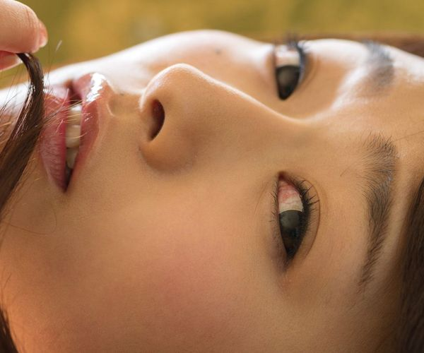 白石茉莉奈 元芸能人で人妻の巨乳AV女優 着衣エロ画像.jpg