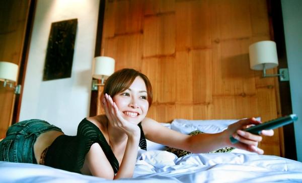 杉原杏璃|ビキニからハミ出たおっぱいがエッチなグラビアアイドルの水着エロ画像18.jpg