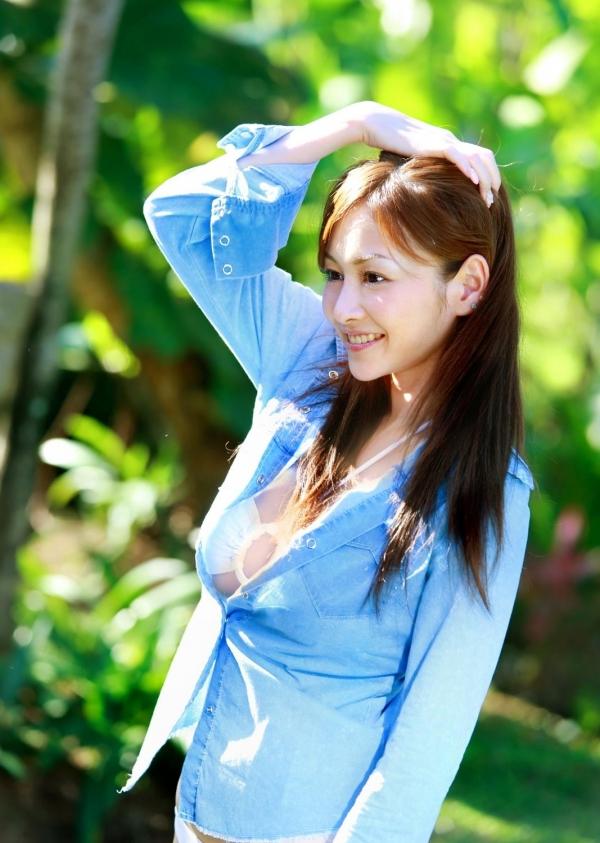 杉原杏璃|ビキニからハミ出たおっぱいがエッチなグラビアアイドルの水着エロ画像26.jpg