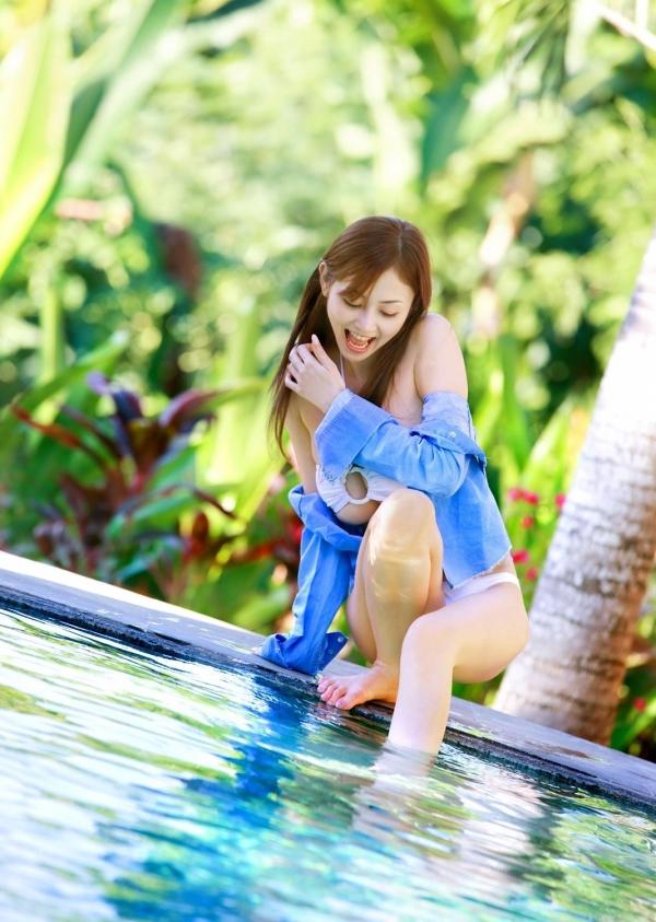 杉原杏璃|ビキニからハミ出たおっぱいがエッチなグラビアアイドルの水着エロ画像27.jpg
