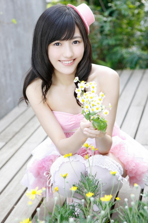 渡辺麻友 AKB48まゆゆのかわいいワンピース&ニーハイ姿 画像ードのAV女優エロ画像05.jpg