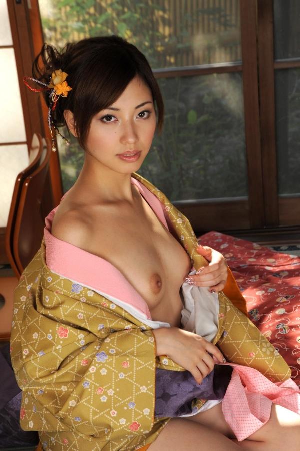 横山美雪 美微乳の美女ヌード画像まとめ160枚の41番
