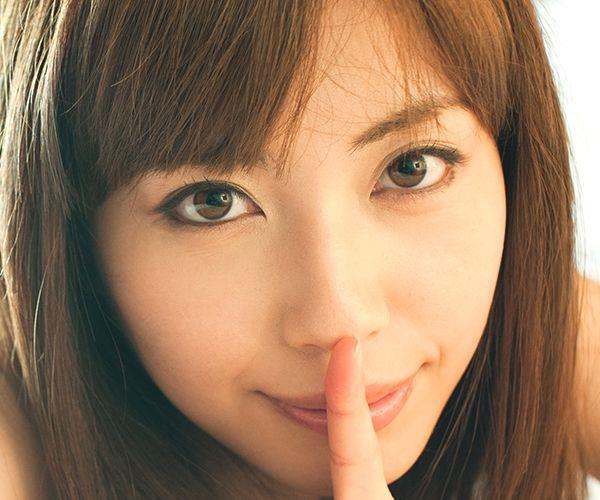 横山美雪|Tバックのセクシーな下着がそそる美人AV女優 エロ画像01a.jpg